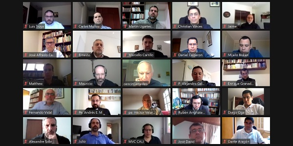 Captura de sodálites participando de conferencias online con el P. Amedeo Cencini
